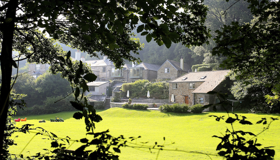 holiday cottages and gardens