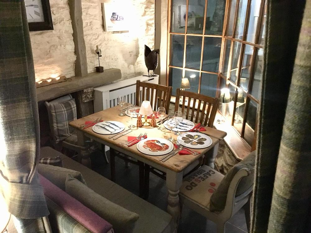 dinner table in bay window