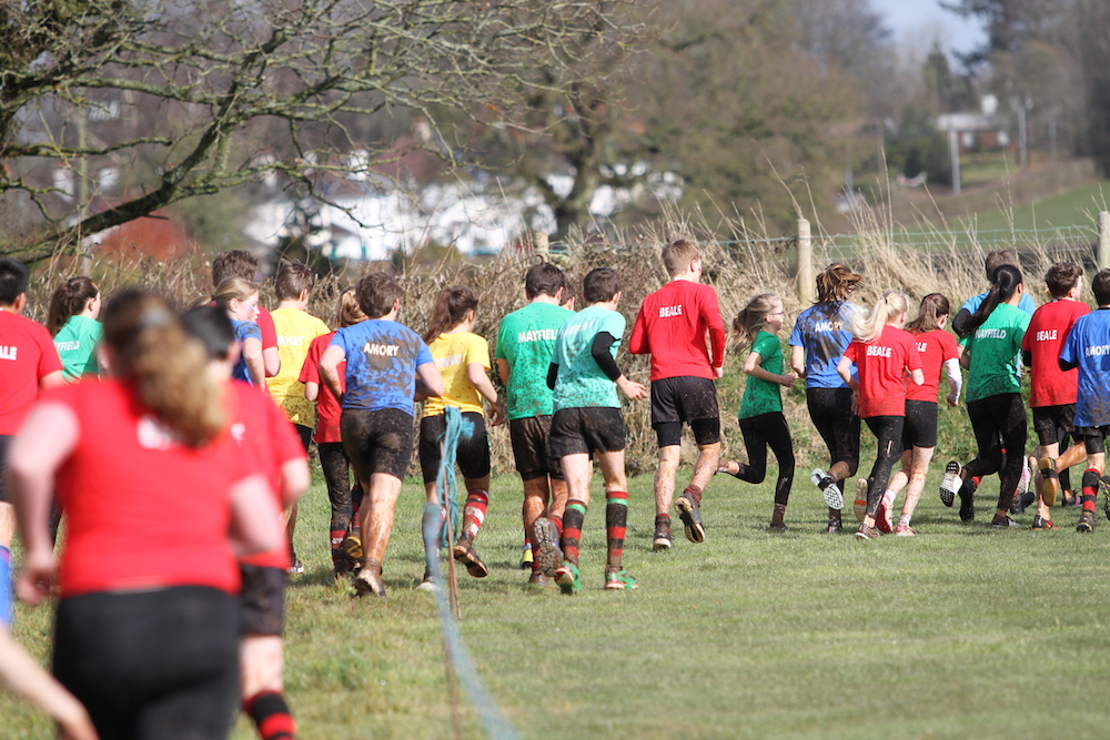 children running in cross country