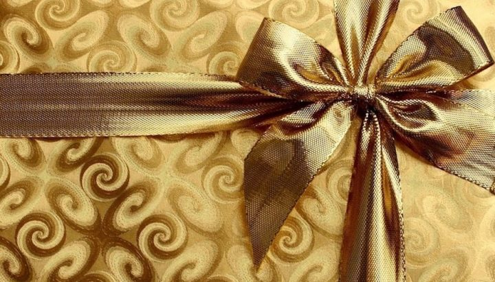 gold wrapping paper and bow
