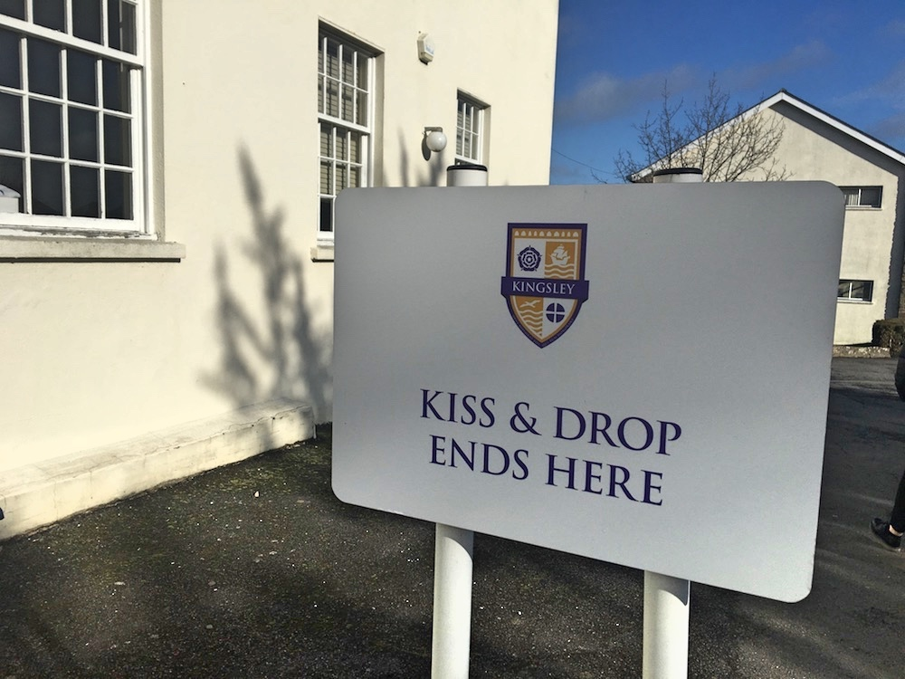 kiss and drop ends here sign