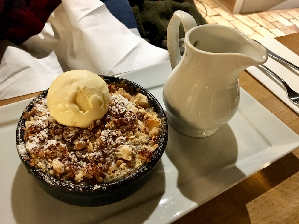 crumble with ice cream