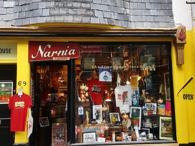 Narnia, rare vinyl shop in Tones